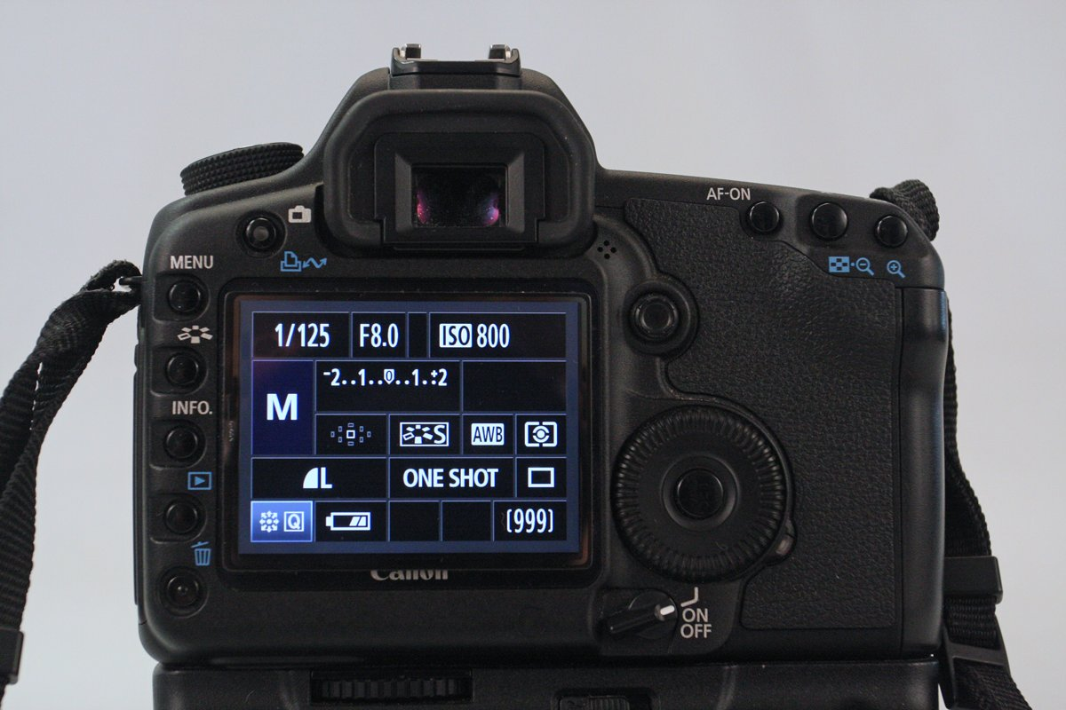 Even drukken op de 'info'-knop en je ziet wat er ingesteld staat op je camera.