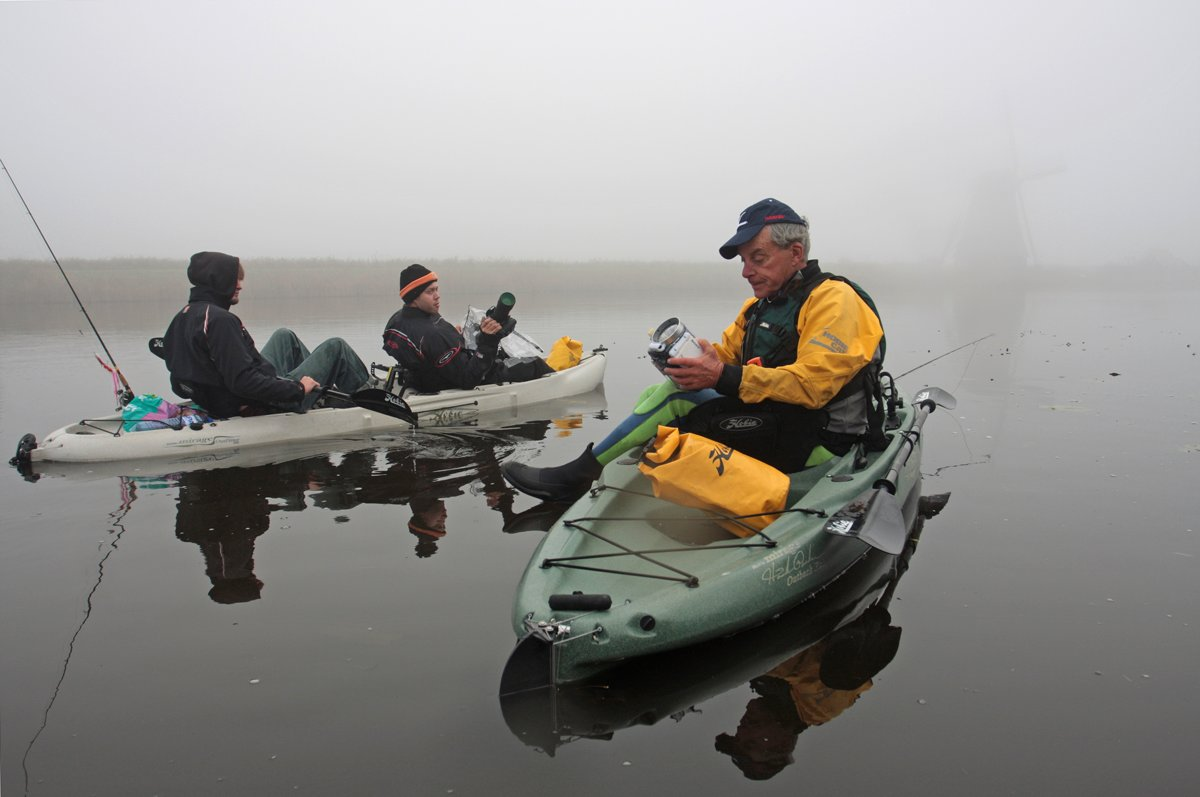 Regen, mist, wind en een schommelende boot maken een hogere gevoeligheid noodzakelijk.